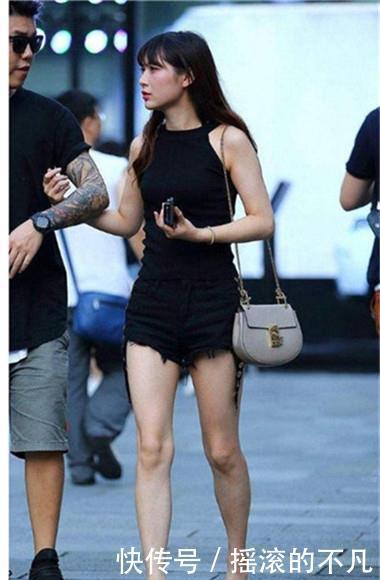 路人街拍:时尚性感的小姐姐,秀出青春活力范,唯美大气