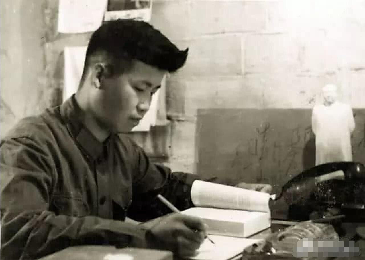 帝王高中二月河,多次留级,高中毕业,炼成作家800字游记图片