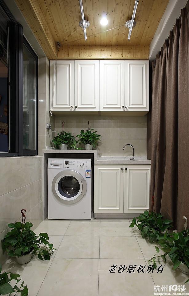 这样的阳台放洗衣机的地方是木工做的还是买的