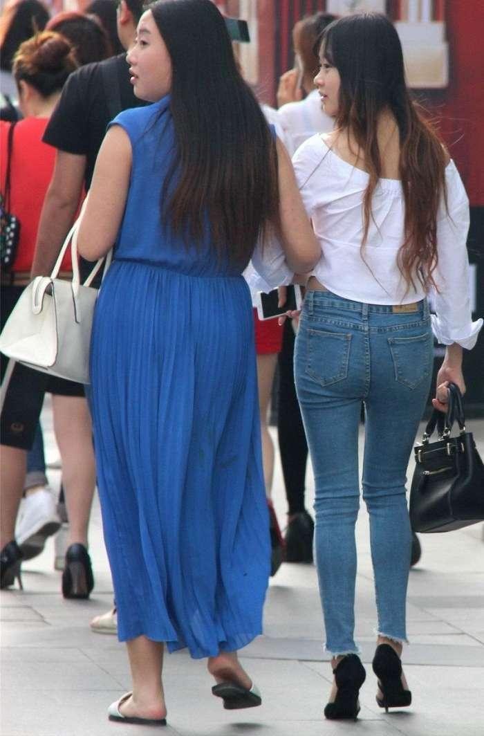 路人街拍,长腿美女和胖可爱美女,哪个更有女人味?