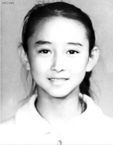 高小琴童年浓眉大眼似混血 盘点从小到大都美的明星
