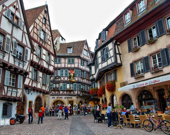 有法国科尔马小镇的图片吗