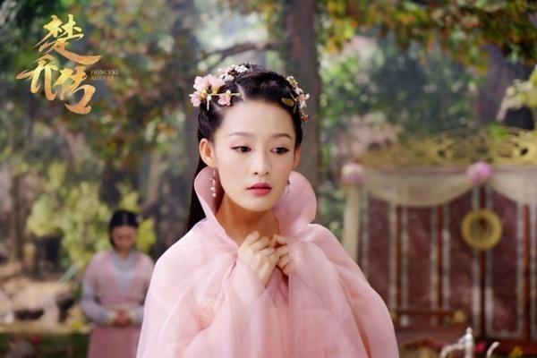元淳从率真可爱的高贵公主,到经历家国骤变,际遇颠沛后的冷冽尖刃