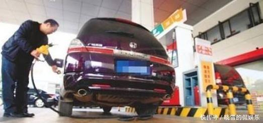 <b>开自动挡总比手动挡费油?老司机:胡说,使用这功能最少省一半油</b>