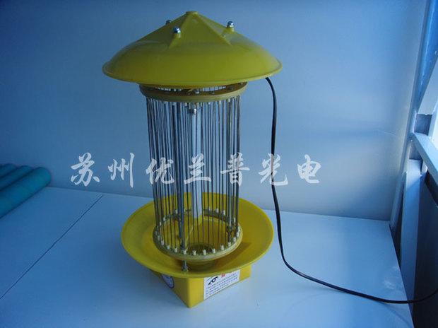 关键结构就是倍压整流电路,蓝光诱虫光源和光源前面的平行导电金属