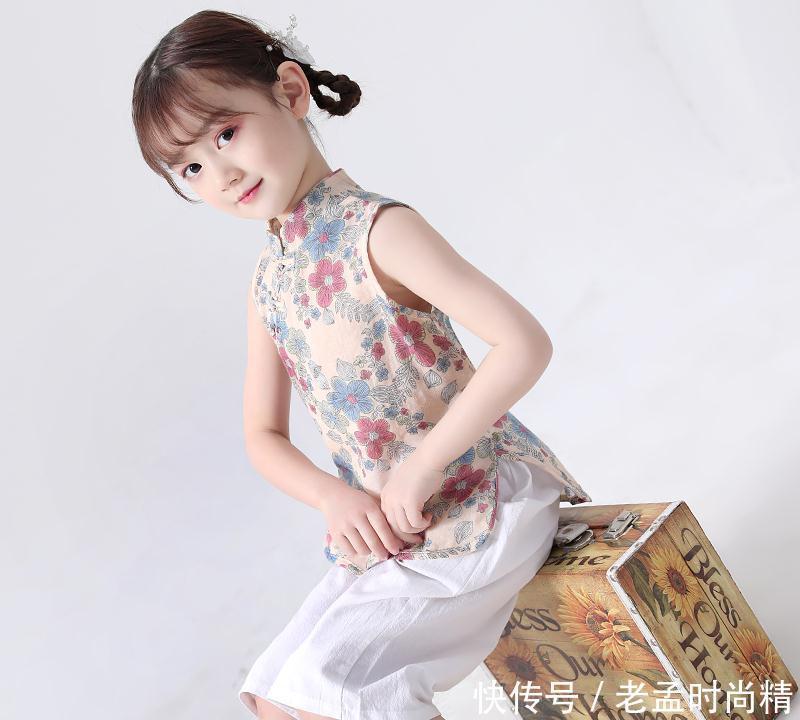 女儿穿上美丽的古装, 像小林黛玉一样, 实在舍不得她长大