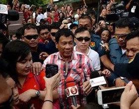 """菲律宾新总统就职 只字未提""""南海仲裁"""""""