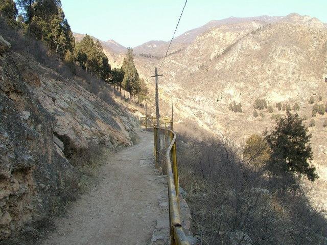 虎峪风景区的景观以自然山水为主.