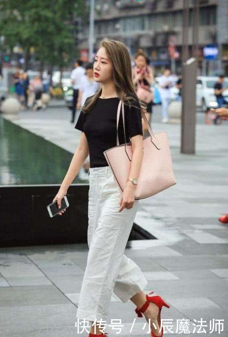 个性时尚的美女街拍:清纯迷人的美女,街头回头率300%