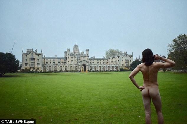 剑桥大学美臀大赛:学生在公众场所拍臀照 - 帥客 - 帥客的博客