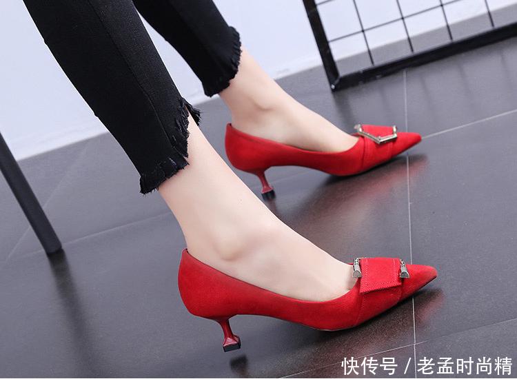 可以轻松驾驭的小矮跟性感高跟鞋