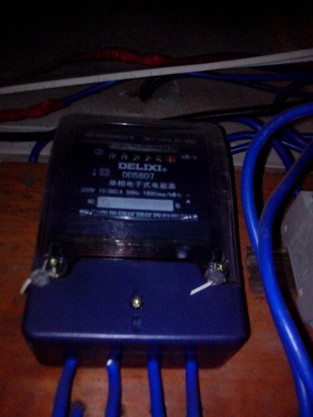 单相电子式电表偷电,下面有图片,感谢了,房租贵,电费一贵,屌丝活不