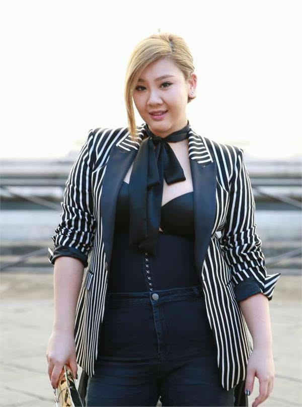 沈殿霞31岁女儿发福胖成球,却因颜值超高被评为女神