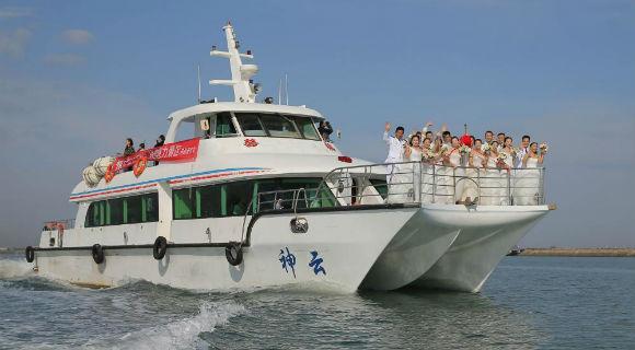 """海军某护卫舰支队举办""""我与大海有个约定""""集体婚礼"""