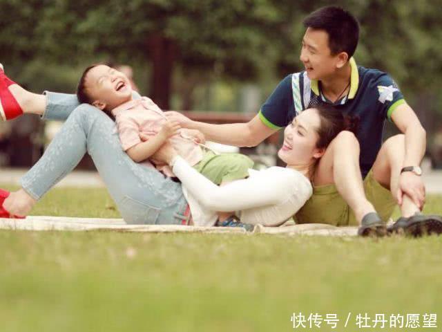 父母的4种行为,只会让孩子越来越笨,长大后难有大出息