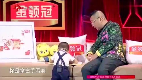 <b>了不起的孩子</b>:左撇子不一般,3岁萌娃房间的书,多到引众人惊叹