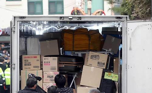 朴槿惠搬离青瓦台返回私宅 临行前与幕僚道别 - 平淡无奇 - 平淡无奇博客