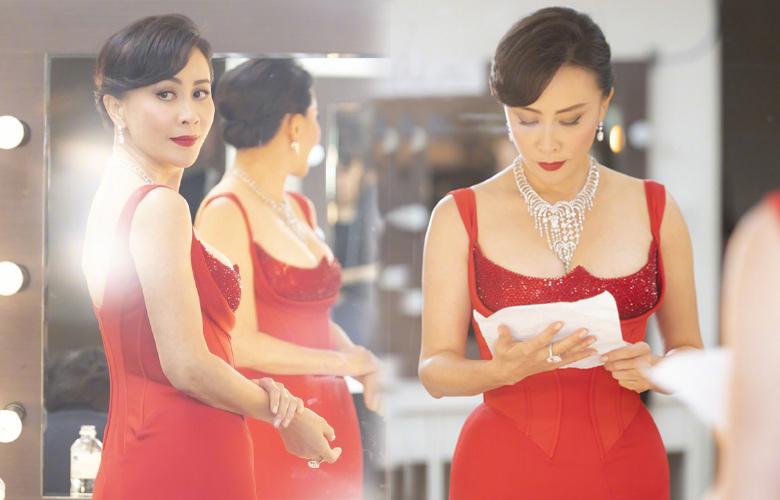 刘嘉玲穿红裙颁奖身材火辣 发文祝贺徐峥获金马最佳男主
