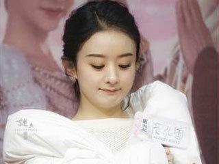 28岁何穗撞上30岁赵丽颖,相差两岁差别竟然这么大!