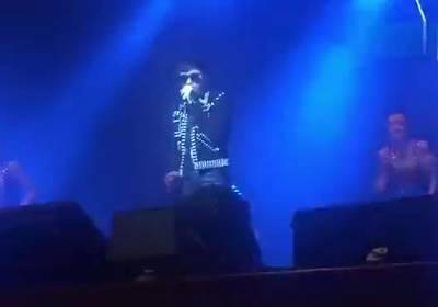 古巨基<b>纪念张国荣演唱会</b> 唱得泪流满面让人心碎