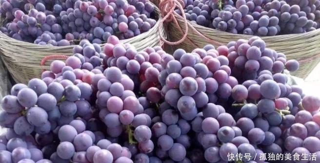"""3种经常被""""误会""""要去皮的水果,葡萄:真不用,我的皮更金贵"""