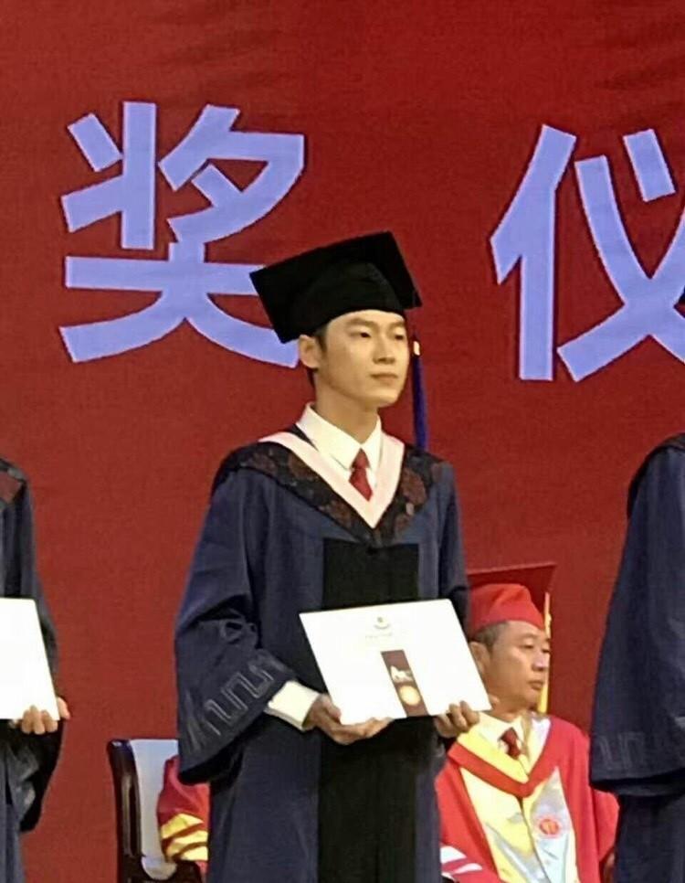 梁博今日研究生毕业 正式告别学生时代