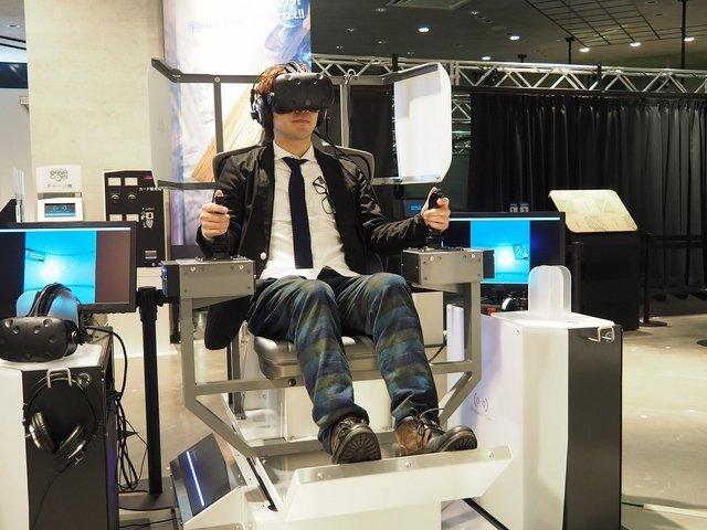 VR技术结合机器人驾驶 操纵机甲战个痛