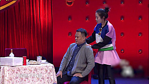 《<b>组团上春晚</b>》女儿去选秀节目,一个演员去唱歌,还说父母双亡
