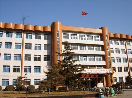 石家庄市第二中学还特别注意加强国际,国内交流合作,与新加坡华侨中学