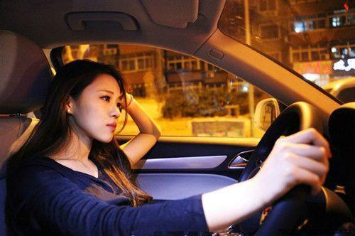 减速时,先踩刹车还是先踩离合?你的操作正确吗