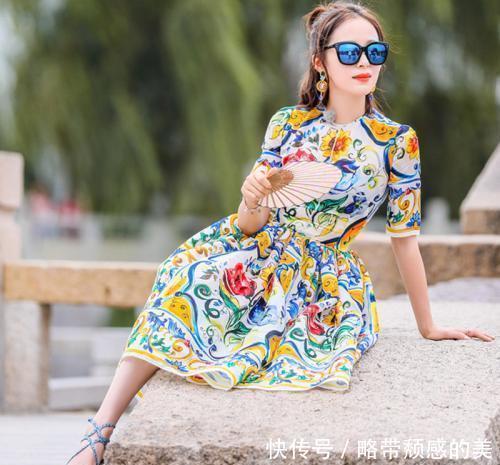 70后的女人,别总穿上下装,这些连衣裙你都可以试一试