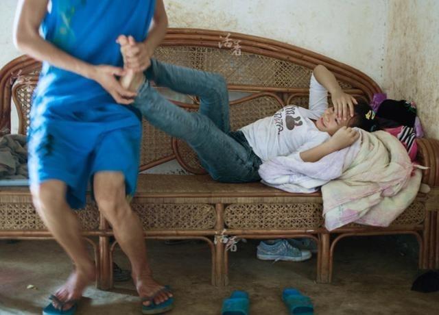 19岁医生大肚子鼓鼓,母亲带去打胎,女生却说没qqv医生女孩唯美简约图片