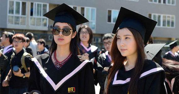 北京电影学院学生拍毕业照被赞颜值高图片