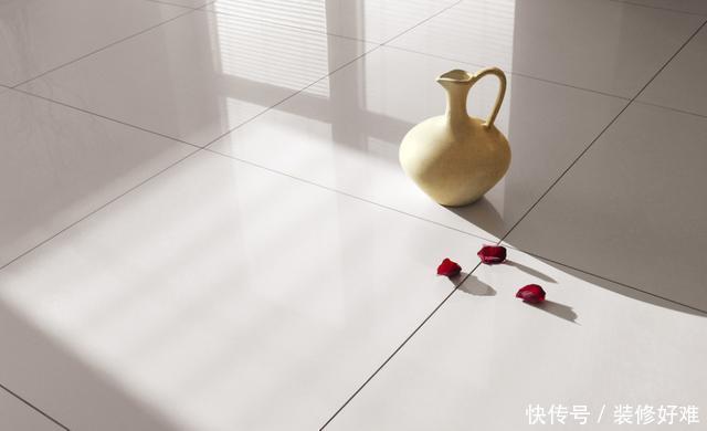 家里瓷砖脏了别拿钢丝球擦,教你几招,轻松把地面缝隙清洁干净