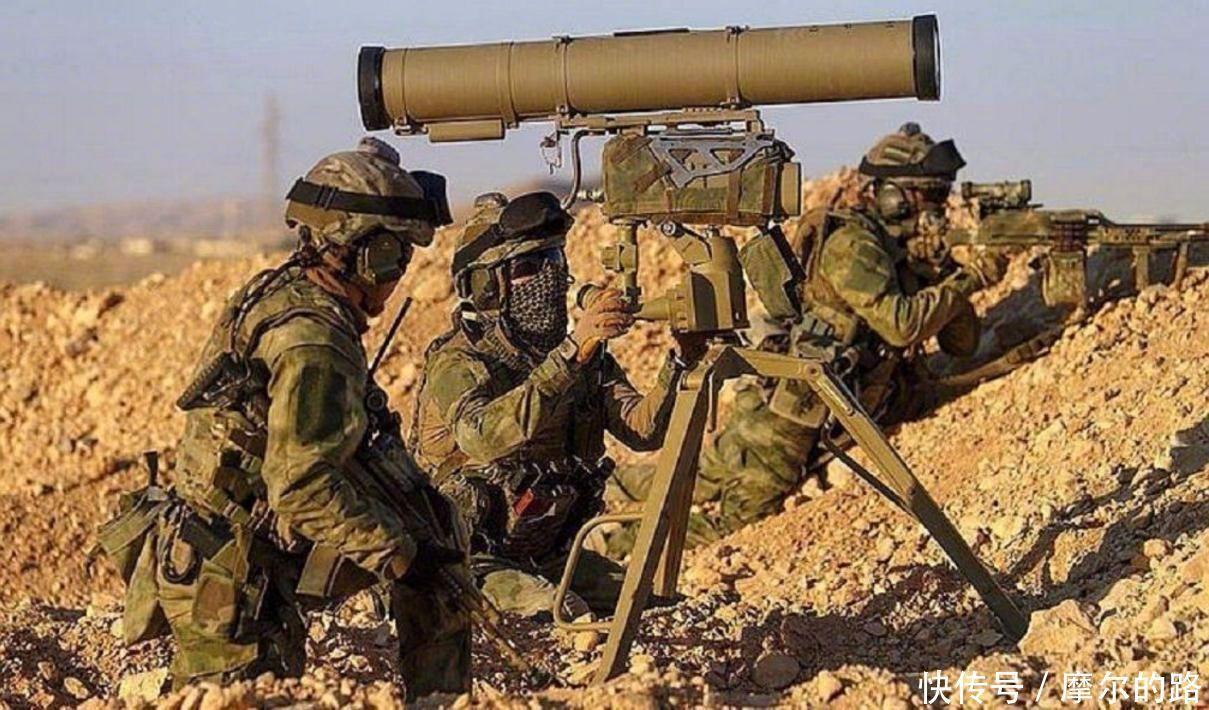 美国认怂了做出罕见举动,全球瞩目,塔利班武装欢呼