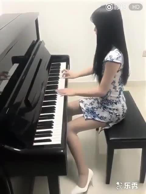 七个爱弹钢琴的妹子又来了~反正我是来欣赏音乐的!