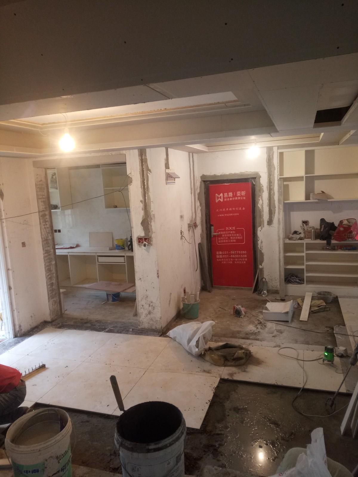 室内装修的工程量是很大的,所以作为业主,对于室内装修施工的一些情况