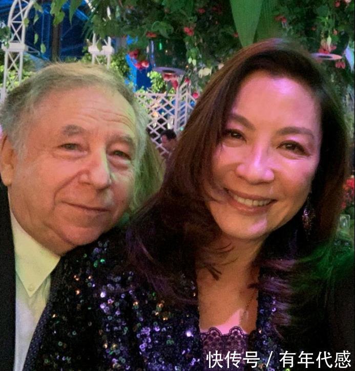 杨紫琼晒照紧挨老公,不修图的脸很显龄,皱纹多还松垮!