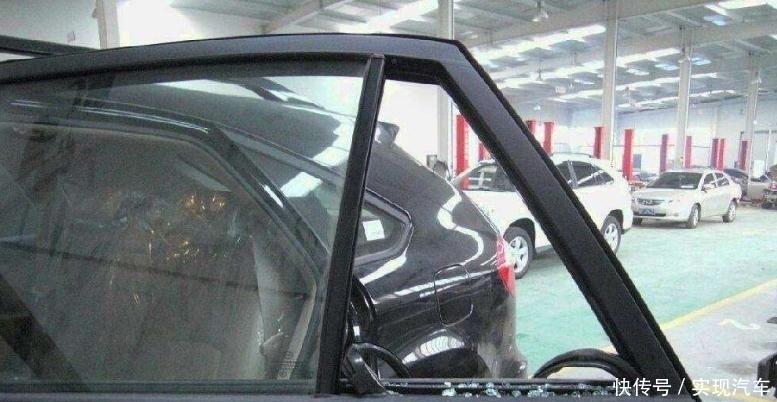 汽车三角窗有啥用?当摆设的真浪费,老司机天天这样用开车很安全
