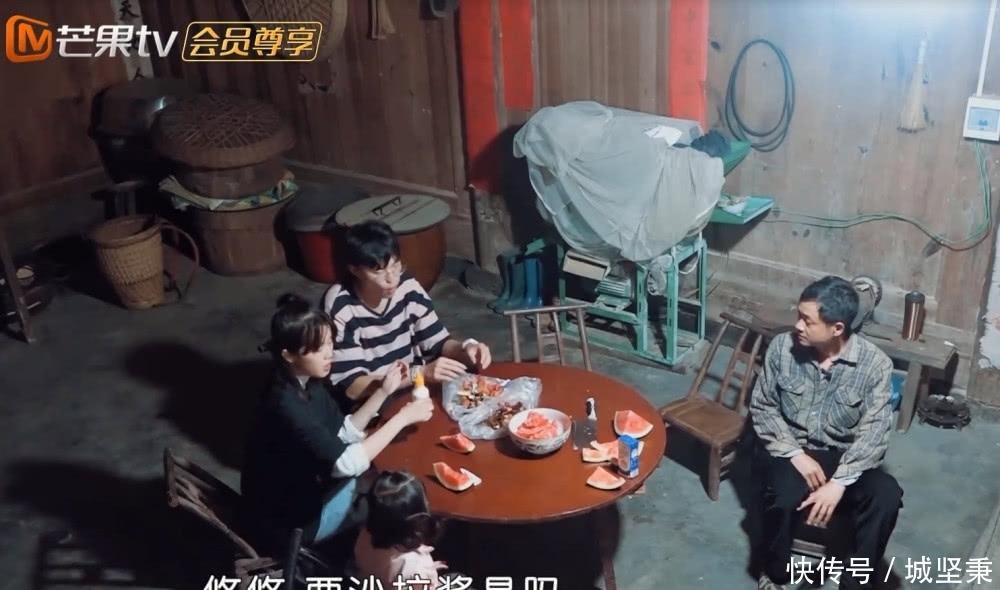 《变形计》城市少年来农村,看他给农村爸妈做的饭,见都没见过!