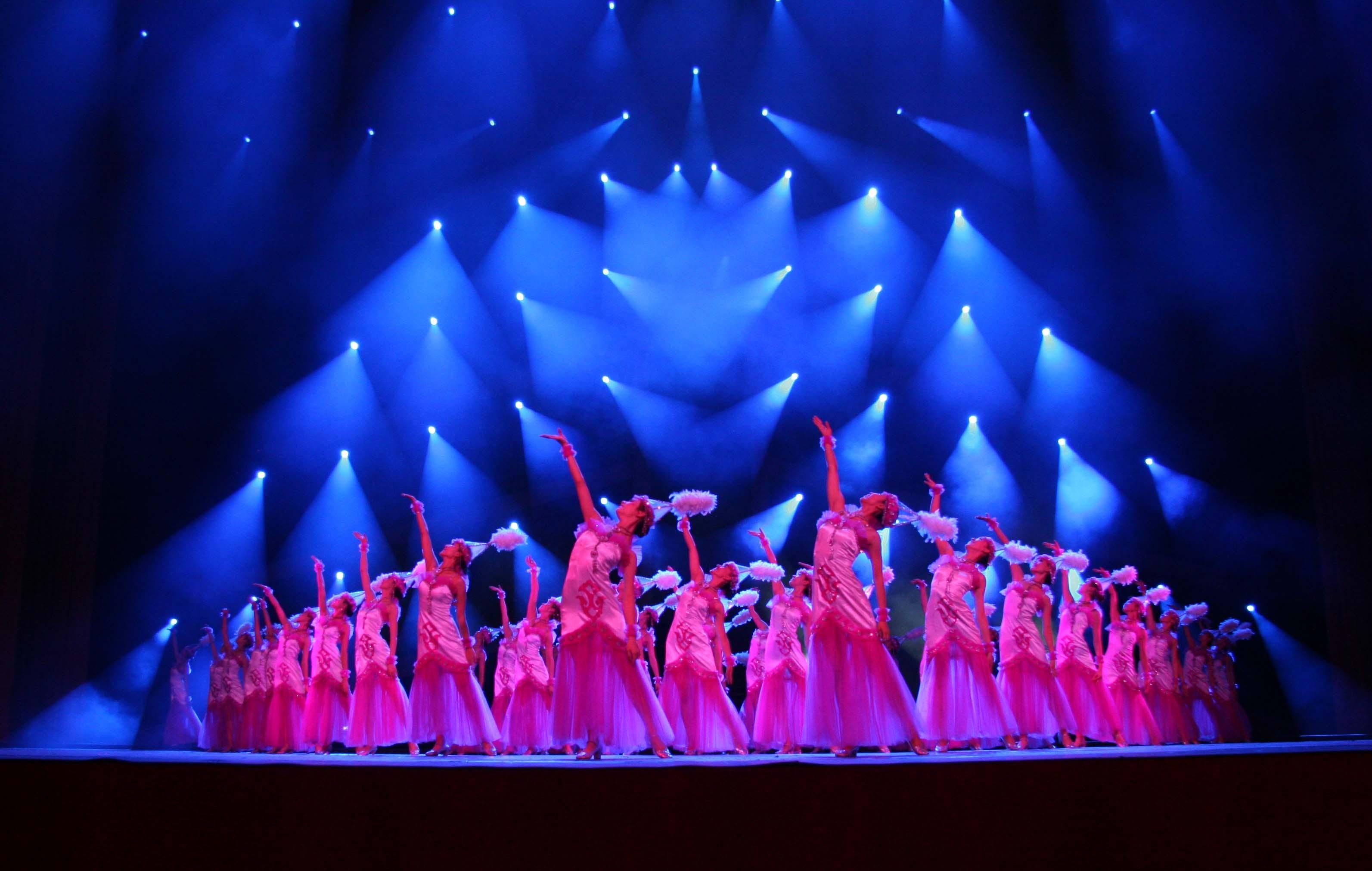托衣舞农村大棚歌舞团 歌舞团地下演艺厅 更多精彩歌舞团