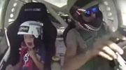 赛车手老爸带儿子飙车 儿子吓懵