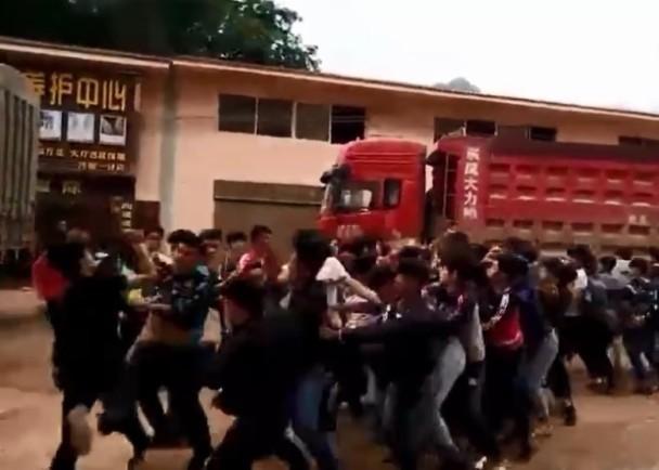 【转】北京时间     云南50学生相约群殴场面火爆 - 妙康居士 - 妙康居士~晴樵雪读的博客