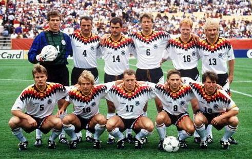 """欧洲足球锦标赛决赛周,直至1990年东西德重新统一,得以""""德国""""队名义图片"""