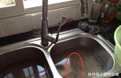 下水道被油污堵了,千万别用热水冲,教你几种实用的小妙招