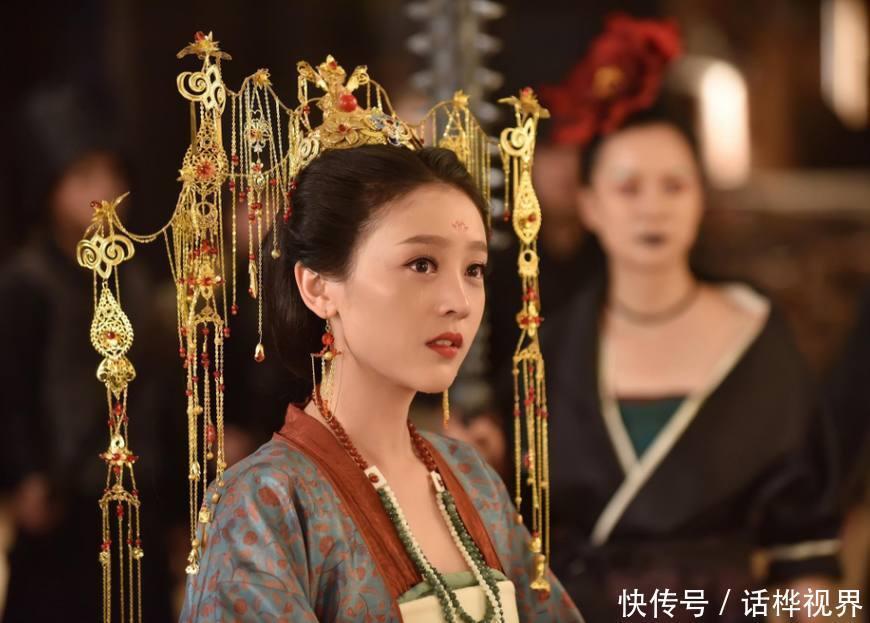 《灵魂摆渡黄泉》中的三生夫妇,新戏《当她恋爱时》再演情侣