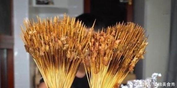 吃播花200块买500根羊肉串,撸下羊肉后称重,吃货看后:亏大发了