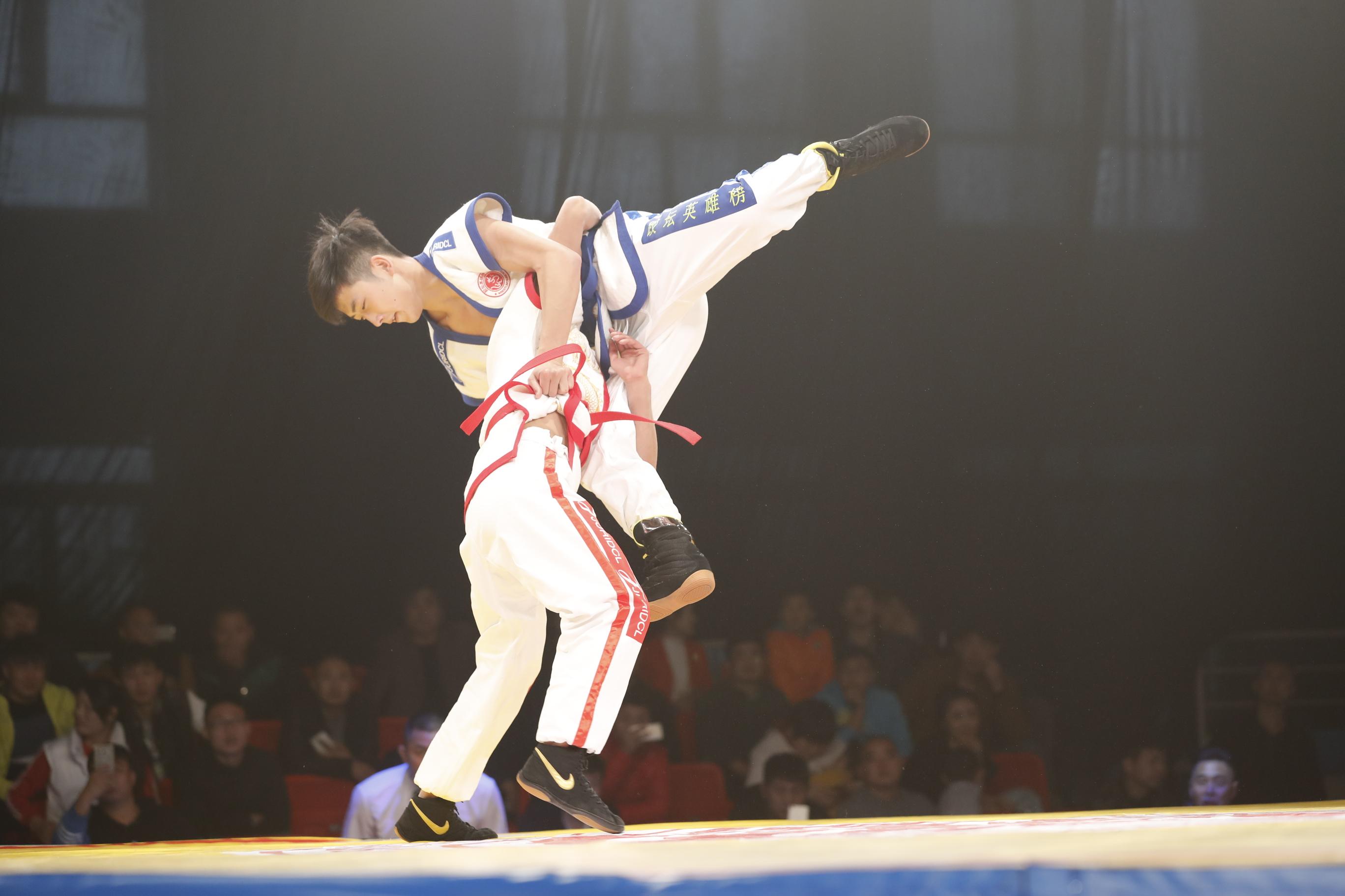 《跤坛英雄榜》第一轮第三场56kg级比赛