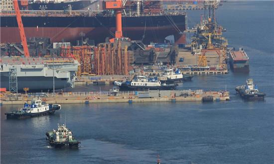中国首艘国产航母开始下水