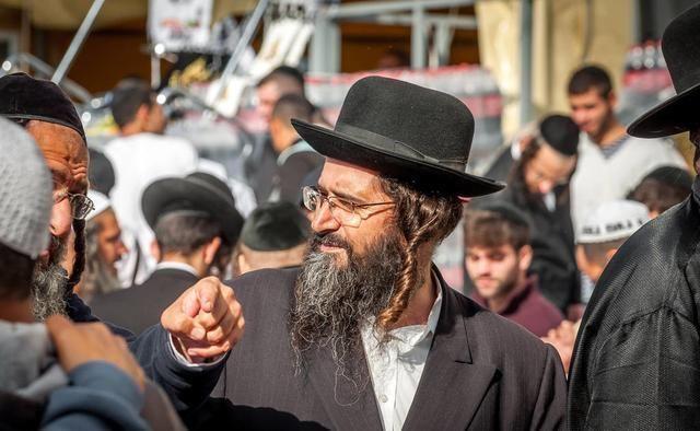 犹太人,可怜之人必有可恨之处,在德国他们都做